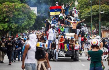 Opositores participan en una manifestación en Caracas.