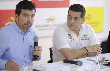 Orlando Velandia, director de la Agencia Nacional de Hidrocarburos, y el gobernador de Bolívar, Dumek Turbay, durante la rueda de prensa de este miércoles.