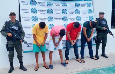 Los sujetos capturados fueron mostrados por la Policía de La Guajira.