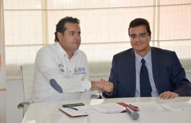 Presidente de Icetex, Andrés Vázquez junto al presidente de Asiesca, Ramsés Vargas Lamadrid.