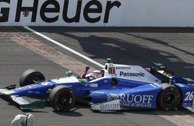 Sato se impuso en el Indianapolis Motor Speedway por delante del brasileño Helio Castroneves (Team Penske).