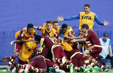 La Selección de Venezuela celebra uno de los goles en el encuentro ante Japón.