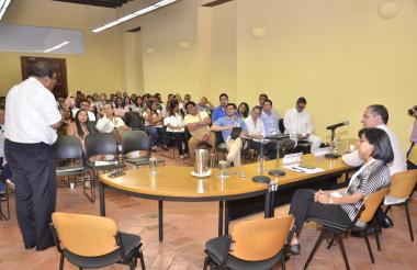 Intervención del sacerdote Rafael del Castillo, durante el seminario.