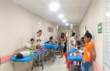Los menores están siendo atendidos en el Hospital San José.