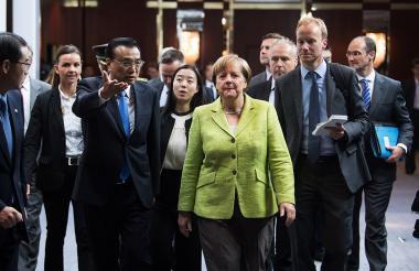 El primer ministro chino Li Keqiang y su colega alemana Angela Merkel durante el encuentro de este jueves en Berlín.