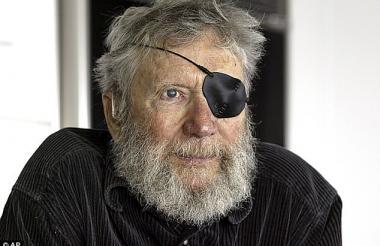 O'Neill perdió un ojo en un accidente practicando surf.