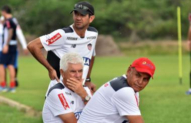 Arturo Reyes junto a Comesaña y Dulio Miranda.