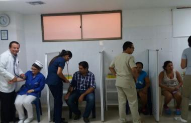 Aspecto de la campaña de tomas de presión que realizan la Universidad Simón Bolívar y la Clínica de la Costa.