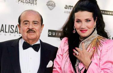 El saudi Adnan Khashoggi y su esposa Lamia, en un evento a favor de los enfermos de Sida.