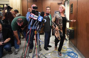 Samantha Geimer cuando se disponía a hablar con la prensa reunida este viernes.