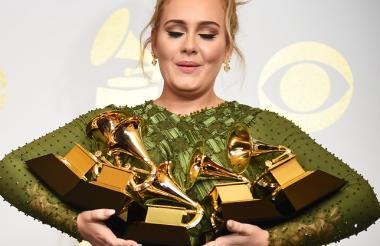 La artista Adele ganadora del Grammy con su álbum 25.