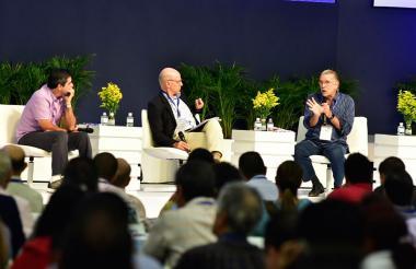 El alcalde Alejandro Char, el director de Semana Alejandro Santos y el gobernador Eduardo Verano.