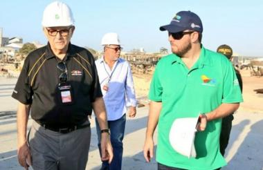 Héctor Cardona junto al entonces secretario de Deportes del Distrito, Joao Herrera, durante una visita de inspección a los escenarios de los Juegos Centroamericanos y del Caribe 2018.
