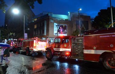 La presencia de los cuerpos de emergencia de Bogotá se hicieron presentes a los pocos minutos después de haberse registrado la explosión en un baño del Andino.