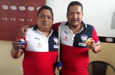 Los billaristas Rodrigo Navarro y Keny Castro.