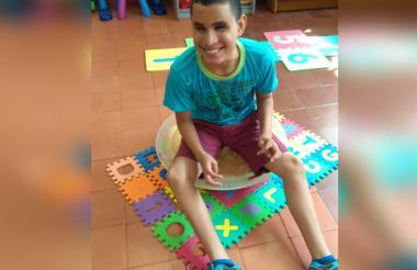 Anderson Barrera, de 13 años, nació con sordoceguera.