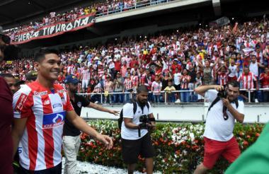 Más de 45.000 espectadores asistieron este lunes festivo al estadio Roberto Meléndez para ver la presentación de Teófilo Gutiérrez como nuevo jugador de Junior.