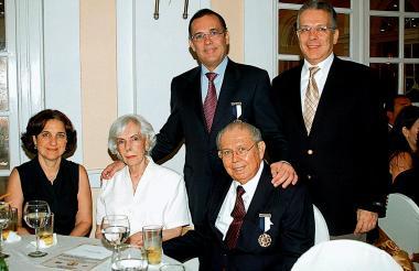 De derecha a izquierda: Efraín y Alfonso Cepeda Sarabia, Sonia Tarut, Sarita Sarabia de Cepeda y Efraín Cepeda.