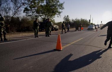 Fuerzas armadas custodian las vías de Sinaloa.