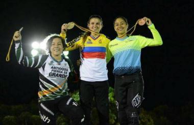 Gabriela Bolle, deportista de BMX gana oro en Nacional Medellín.