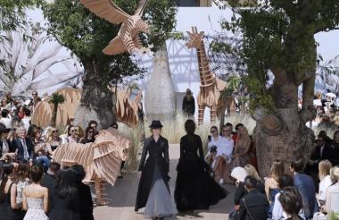Modelos durante la presentación de la colección Otoño/Invierno en París este lunes.