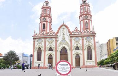 Una de las señalizaciones situada en la Plaza San Nicolás en la que se reflexiona sobre la falta de árboles.