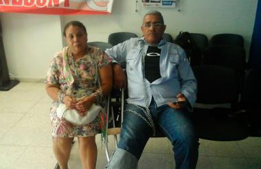 Moisés Padilla, extrabajador de la multinacional Drummond, se encadenó junto a su esposa.