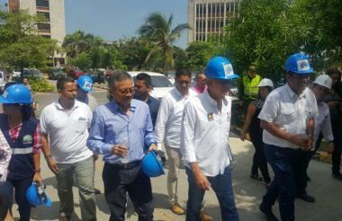 Gobernador Eduardo Verano junto al rector de la Uniatlántico Carlos Prasca, inspeccionan las obras que se adelantan en el plantel educativo.