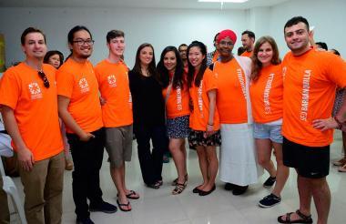 Los docentes extranjeros durante su llegada a Barranquilla.