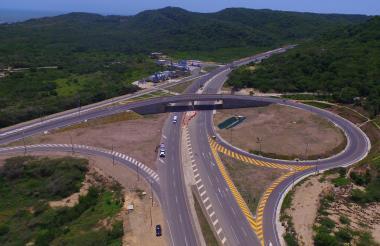 Imagen tomada con un dron que muestra la estructura del puente en Puerto.