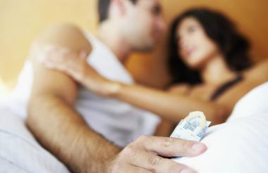 El uso de los preservativos se impone como herramienta para evitar el contagio de las ITS.