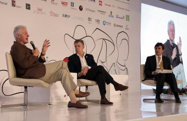 Bill Clinton, Juan Manuel Santos y Roberto Vélez.