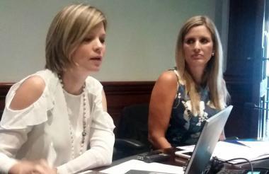 Sandra Gómez y María José Vengoechea, en la rueda de prensa sobre Caribe Biz.