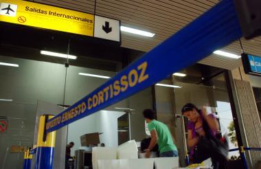 Salida de vuelos internacionales del aeropuerto Ernesto Cortissoz.