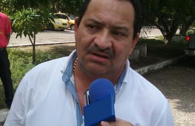 El abogado Diego Muñetón Restrepo a las afueras de la Penitenciaría de El Bosque.