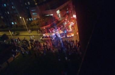 Gran cantidad de personas salieron a la calle para indagar sobre el estallido.