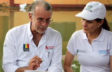 Eduardo Verano De la Rosa, gobernador del Atlántico y Rosa Cotes, su homóloga de Magdalena.