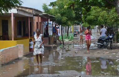 Llenas de agua y barro quedaron las calles del municipio de Pueblo Viejo (Magdalena), tras el fenómeno natural ocurrido ayer.