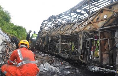 Así quedó el bus luego del choque contra un camión F350 cargado con gasolina.