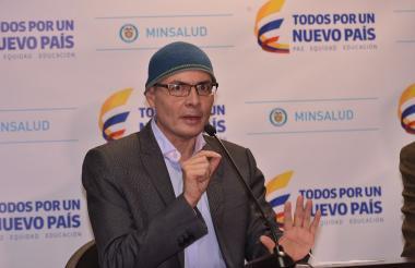 El ministro de Salud Alejandro Gaviria en una rueda de prensa este lunes.