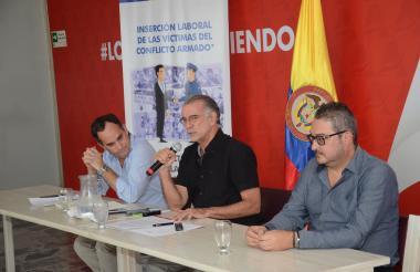Guillermo Polo, Eduardo Verano y Gabriel Berrío en la rueda de prensa en la que presentaron el convenio.