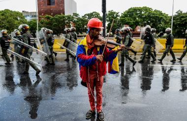 Wuilly Arteaga en una imagen captada en las protestas del 24 de mayo pasado.