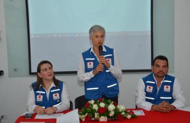 Zuleima Radi, directora ejecutiva de la Cruz Roja y Patricia Maestre, presidenta de la junta directiva.