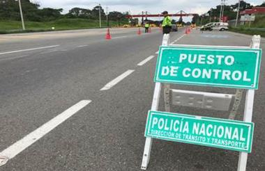 Foto ilustración de un puesto de control de la Policía.