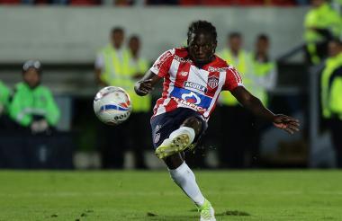 La definición de Yimmi Chará que significó el segundo gol de Junior. El atacante remató de zurda y con precisión.