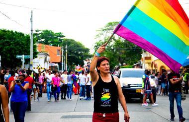 Aspectos de una manifestación LGBTI en una calle de Barranquilla.