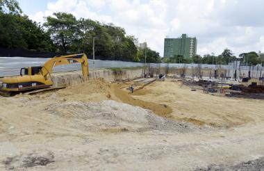 Excavaciones y vigas de refuerzo hacen parte del panorama de construcción del antiguo Humberto Perea.