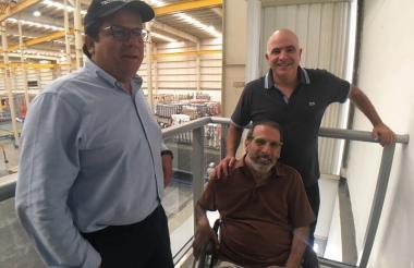 Minminas, Germán Arce, el presidente de Tecnoglass, José Manuel Daes y el COO de la empresa Christian Daes.