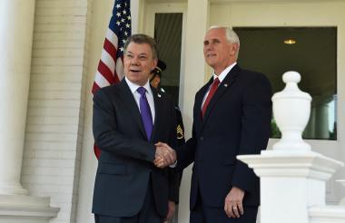Juan Manuel Santos y Mike Pence, vicepresidente de los Estados Unidos.