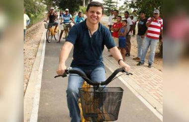 El senador 'Ñoño' Elías en un bicipaseo.